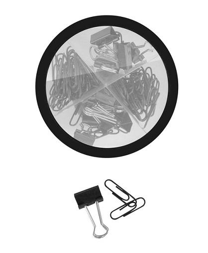 Set con clips plásticos color negro y sujeta papeles frente